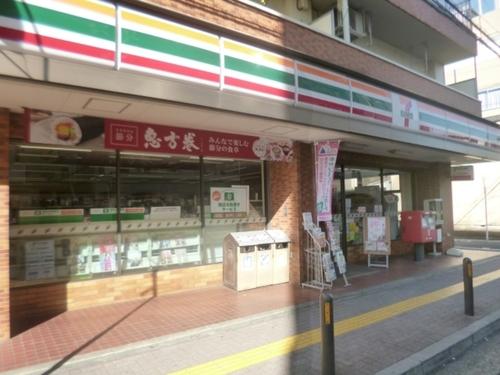 駅前だけでなく、近隣にもコンビニエンスストアがございます。日常的なお買い物やちょっとした用事にも便利です。