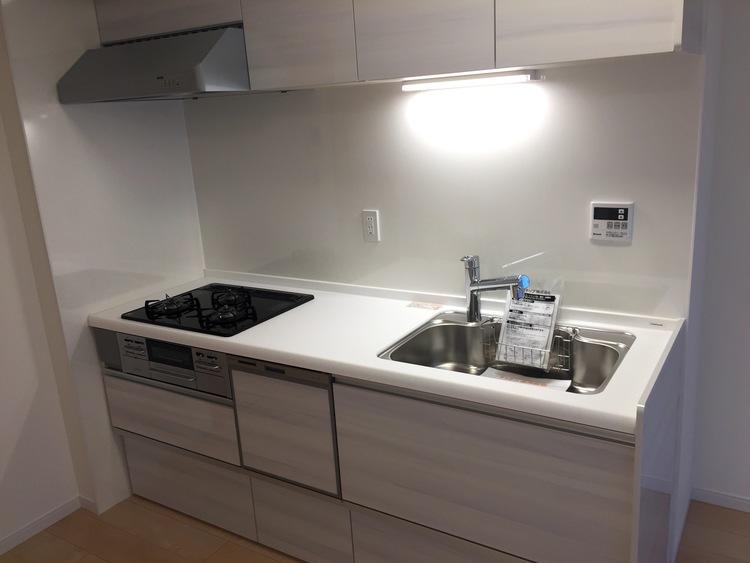 【新婚さん向き♪】新規リノベーション済みマンションのキッチン画像
