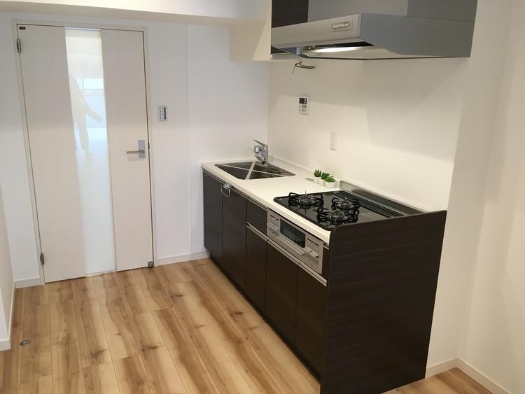 【ファミリー向き♪】新規リノベーション済みマンションのキッチン画像