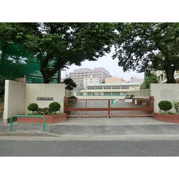 石神井東中学校(約830m)