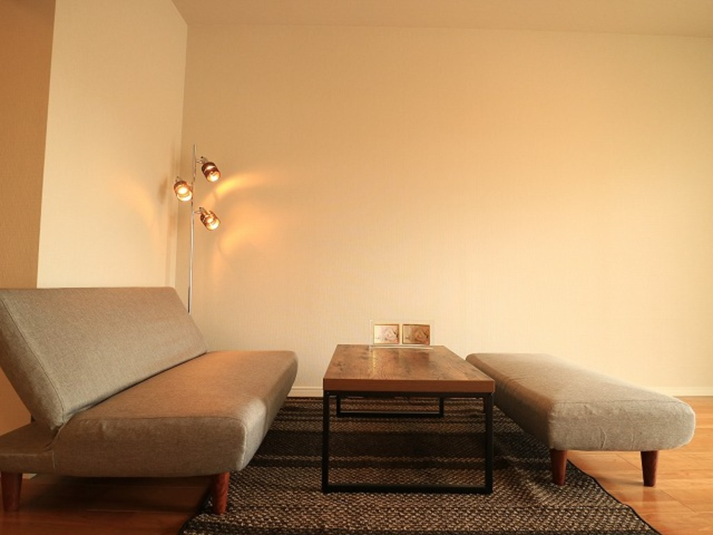 ~Living room~ ここから始まる「日常」はご家族にとって大切で貴重な時間。少しでも豊かに、少しでも快適に。そんな想いから生まれた本邸宅は、これから先のお住まいをきっと支えてくれるはずです。