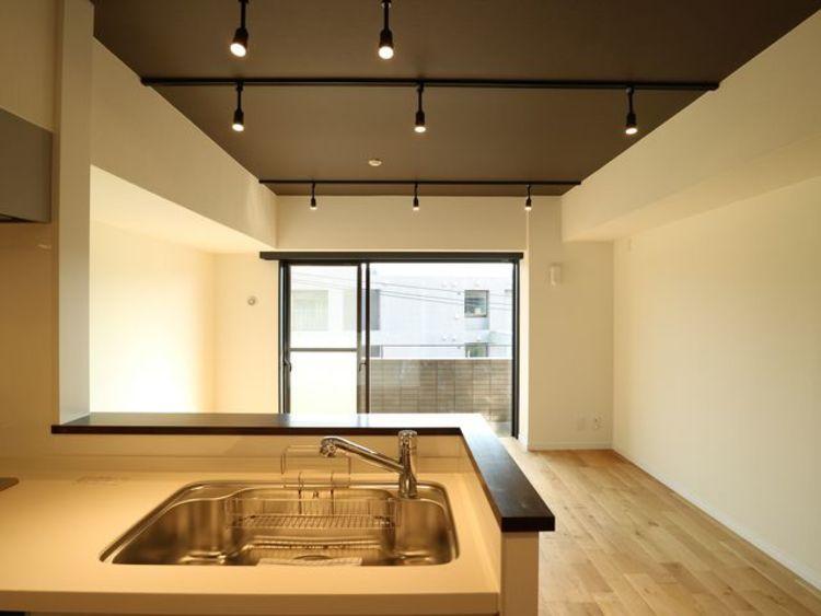 【フォルム西馬込】自然素材の無垢フローリングを採用~リノベーション済み~のキッチン画像