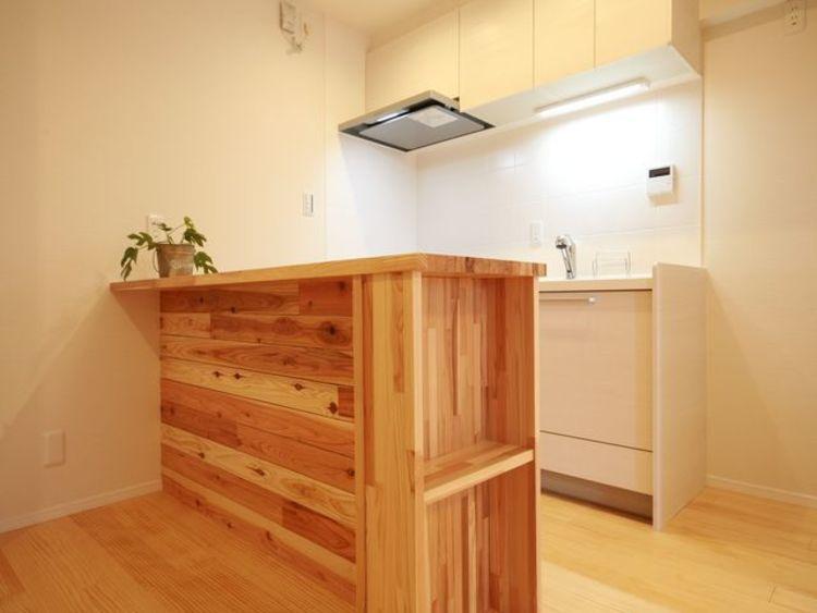 【柿の木坂サニーハイツ】植物に囲まれてシックに暮らすのキッチン画像
