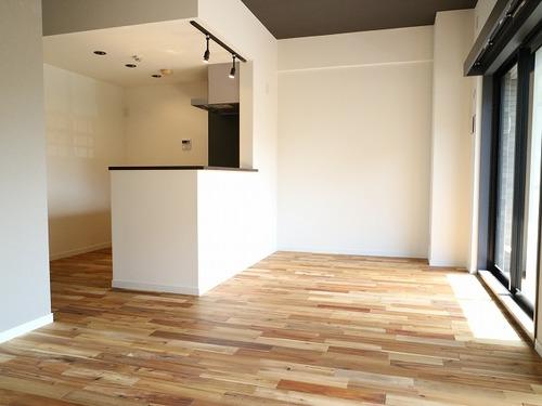自然素材の無垢フローリングのお部屋『コスモ西馬込』の画像