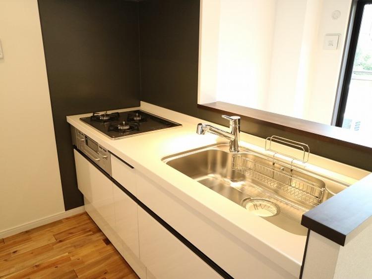 自然素材の無垢フローリングのお部屋『コスモ西馬込』のキッチン画像