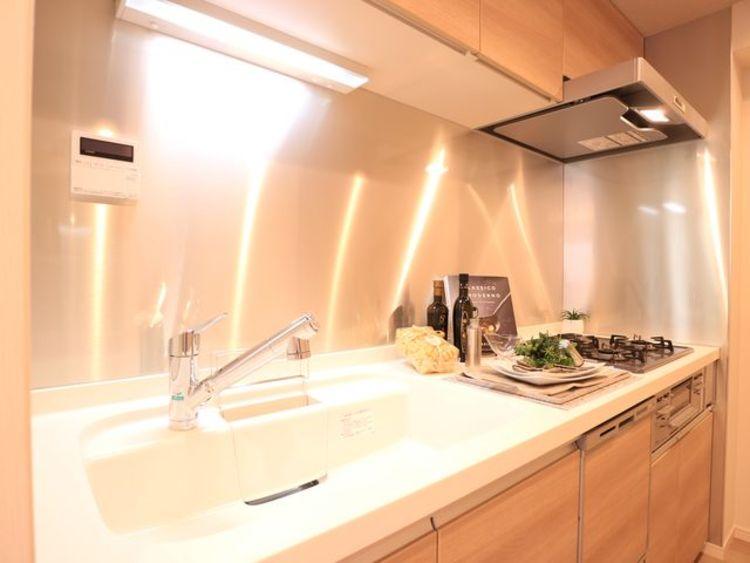 天然大理石を使用した角部屋「エクセルシオール碑文谷」のキッチン画像