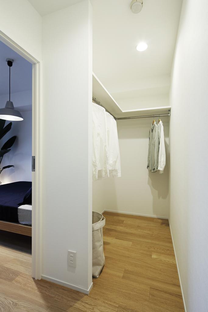 リビング、寝室それぞれから入ることのできるウォークインクローゼット。