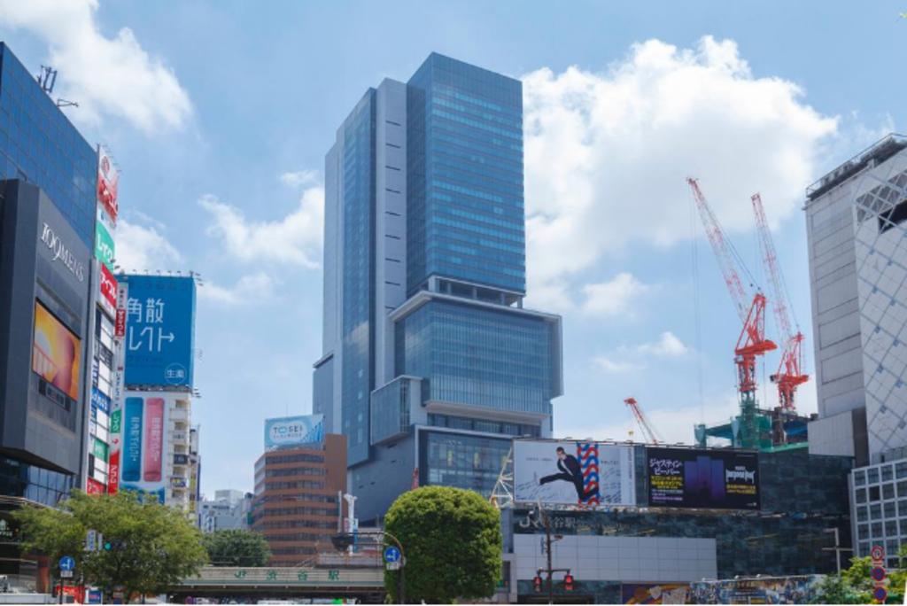 渋谷ヒカリエまで1590m 再開発の進む渋谷までもバスで約5分で到着