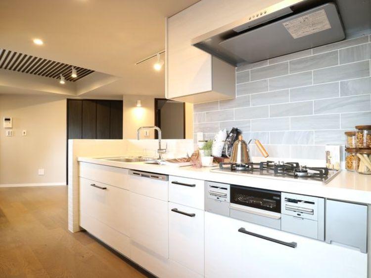 【シャンボール学芸大学】ビンテージカフェを演出のキッチン画像