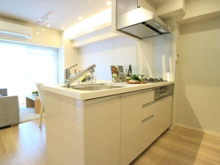 【ライオンズマンション馬事公苑】緑と利便性を享受するリノベーションマンションのキッチン画像