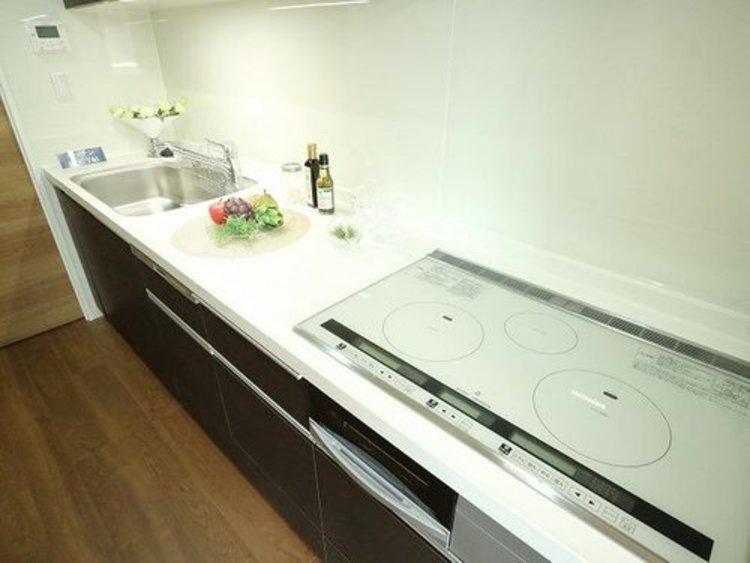 『パークホームズ碑文谷ロジュマン』~内装フルリフォームされたお部屋~のキッチン画像