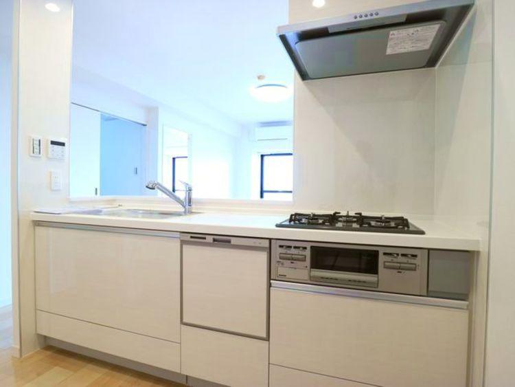 【ライオンズマンション川崎第10】6階、角住戸、フルリノベーションマンションのキッチン画像
