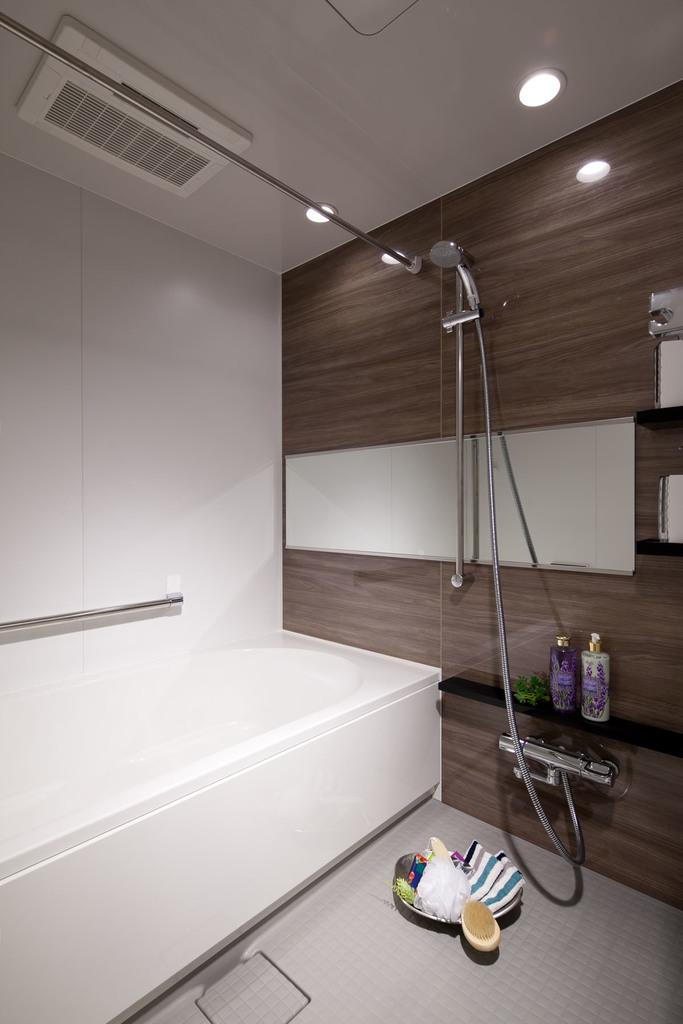 お風呂はゆったりしたいという方へ、 リラックスできる1616サイズ(1坪タイプ)のひろびろ浴室をご用意。