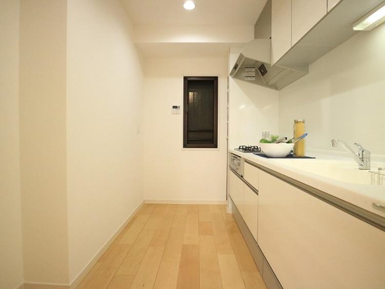 ペットと住めるワイドスパンの明るい室内♪ライオンズプラザ武蔵新城【renovation】のキッチン画像