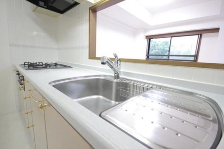 ライオンズマンション東葛西2番館(2F)のキッチン画像