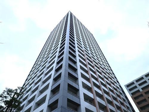 駅徒歩3分、全667戸のタワーレジデンス■ラゾーナ川崎レジデンスセントラルタワーの物件画像
