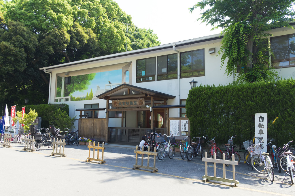 大宮幼稚園まで164m 建物北側歩いてすぐの幼稚園。大宮八幡宮が設立母体のため、安心して通わせられます。