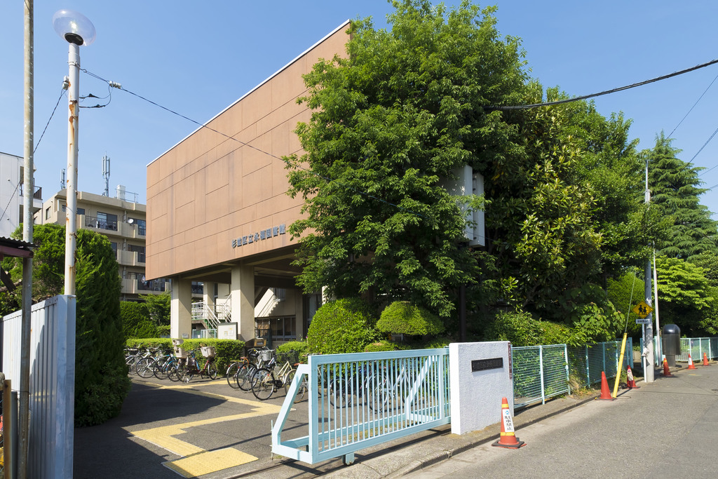 杉並区立永福図書館まで50m ちょっと時間ができたら本を読みに行ける図書館が建物の南側に。