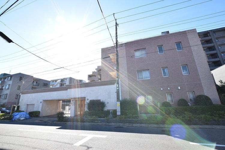 西武新宿線「都立家政」駅徒歩10分、閑静な住宅街に位置するお部屋
