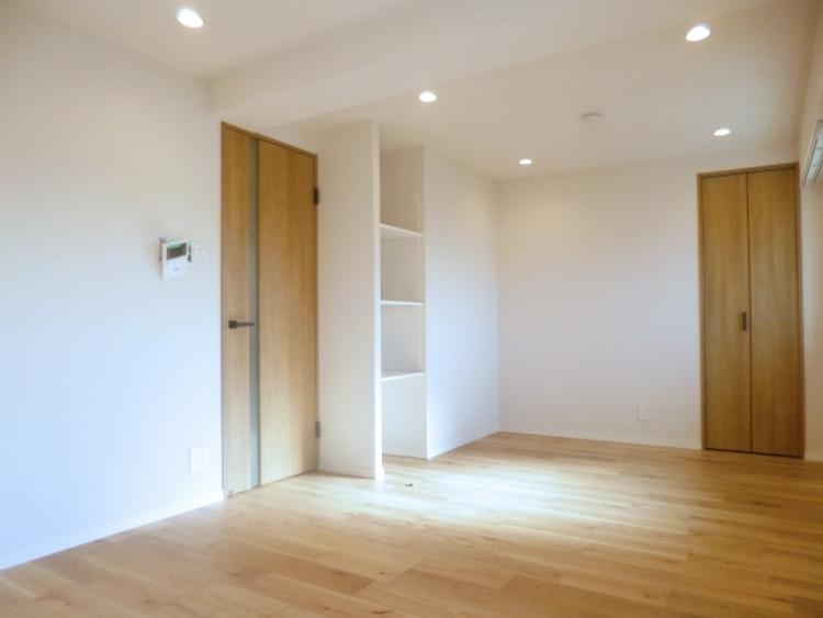 登記簿上6階部分ですので眺望・陽当りも良好です。居室は約9.9畳あり、ゆったりとスペースを使うことができます。