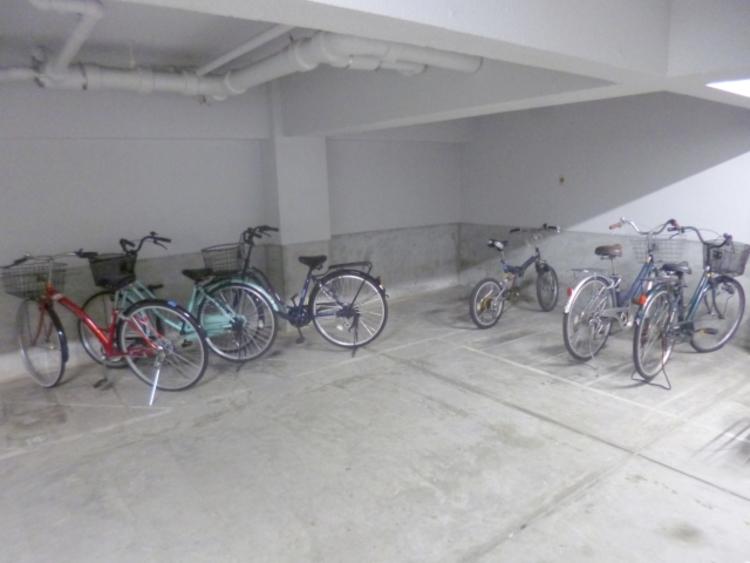 駐輪場は利用料月額300円~500円