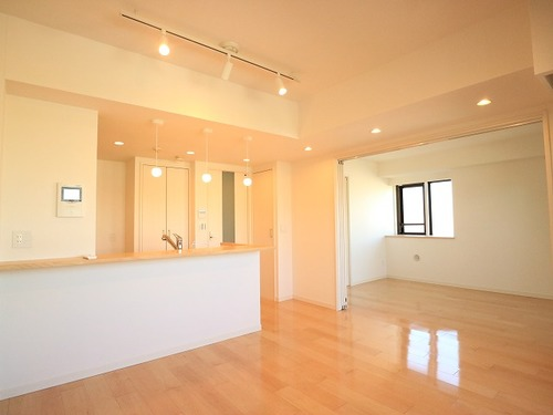 床暖房でポカポカ♪5階角部屋の開放的住戸■コスモ千鳥町ロイヤルフォルムの画像