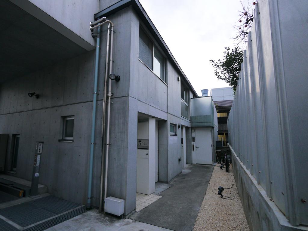 5世帯の小規模集合住宅。全てのお部屋が1階に玄関があります。